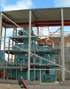 Urządzenia do przesiewania i kruszenia/rozdrabniania paliw stałych z biomasy