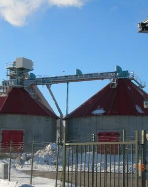 Urządzenia do magazynowania i załadunku paliw biomasowych ze sterty